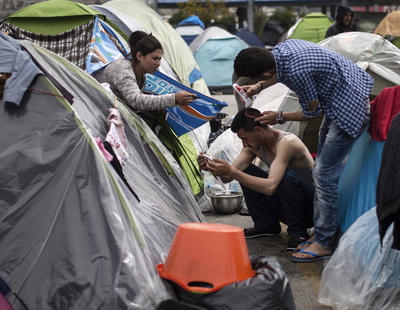 'El Pireo es un campamento de refugiados sin duchas, sin pabellones, en el que se malvive'