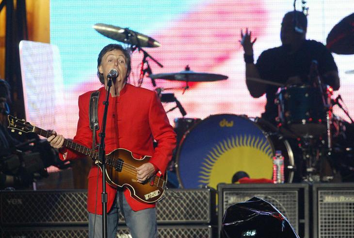 McCartney inició su gira de 2004 en Gijón