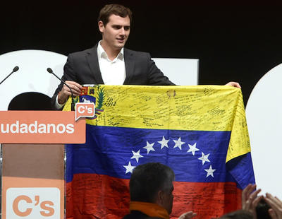 Albert Rivera acaba sus actos de campaña en Venezuela en busca de los focos