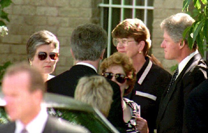 Bill Clinton en el funeral de Vince Foster
