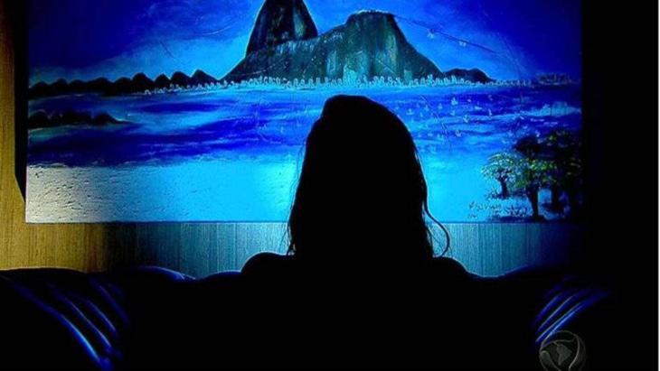 La víctima siendo entrevistada en la televisión brasileña