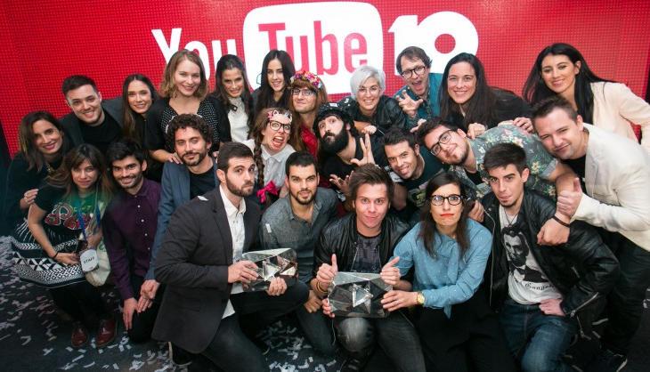 Cristina y los youtubers de la fiesta del 10º aniversario de la plataforma