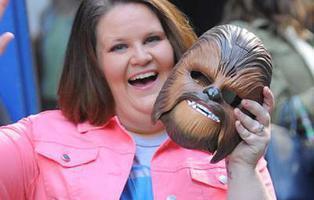 ¿Cuánto dinero ha ganado la madre Chewbacca por su vídeo con la máscara?
