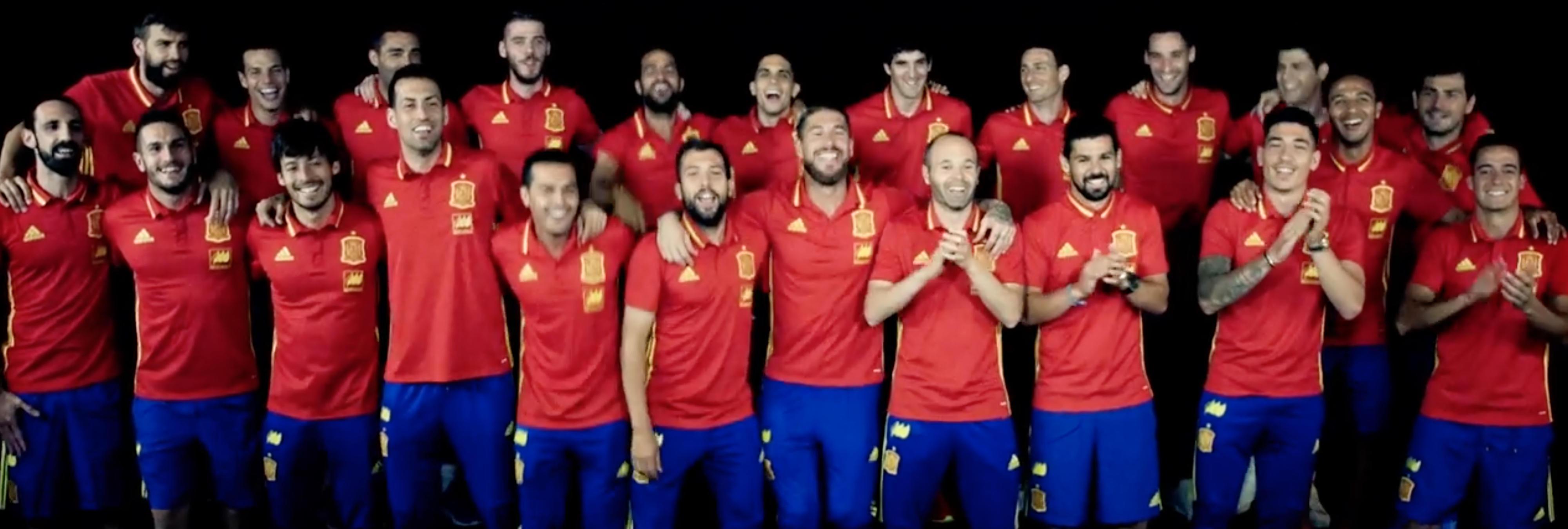 #LaRojaBaila y por eso los futbolistas no deberían cantar nunca