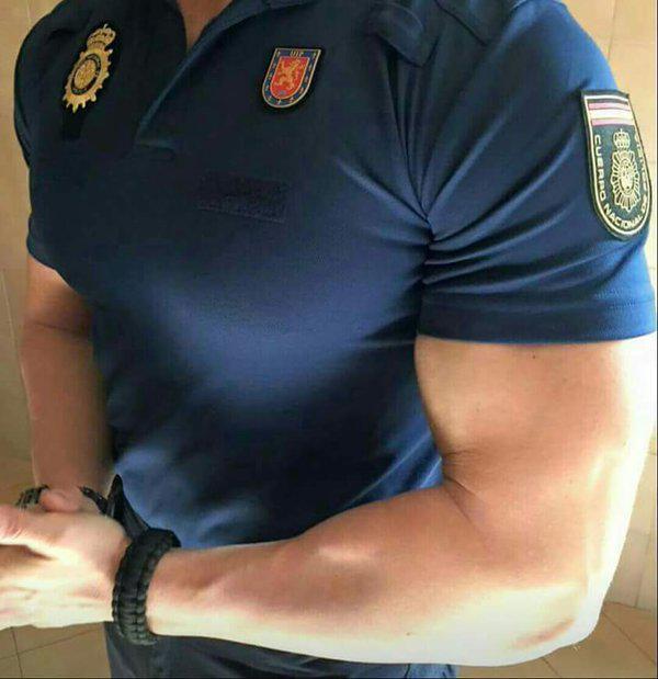 Queda prohibido 'marcar músculo' (Fuente: Foro Policia)