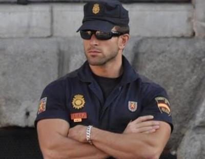 Prohíben 'marcar músculo' a los agentes de la Policía Nacional con su uniforme de verano