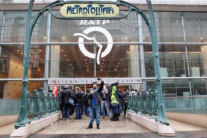 Protestas en la sede de RATP del transporte público de París