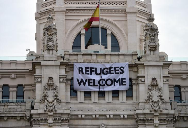 Cartel de 'Refugees Welcome' en el Ayuntamiento de Madrid