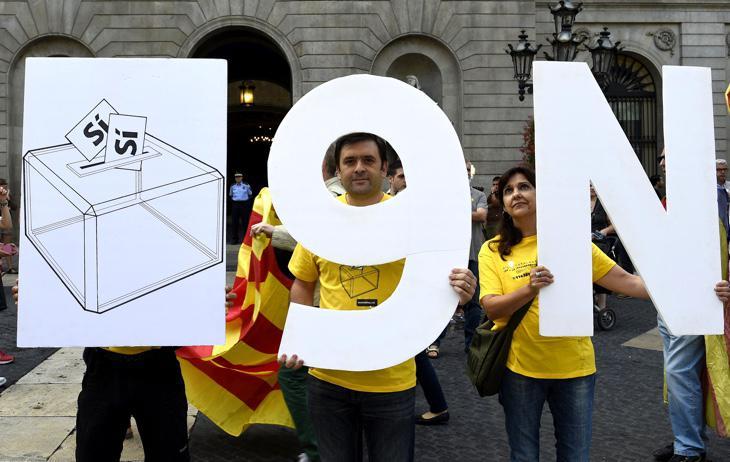 Manifestantes a favor de la consulta catalana