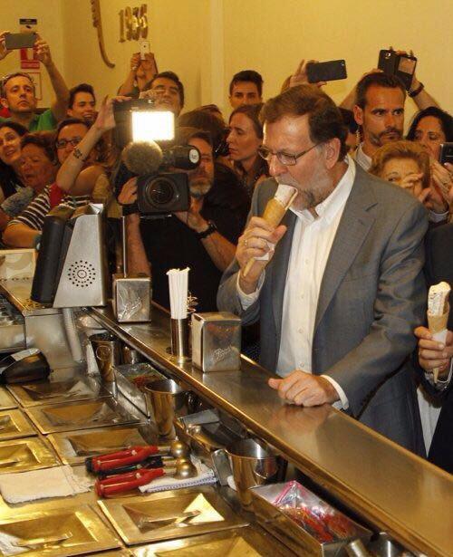 Recreación del despacho de Rajoy, celebrando su victoria