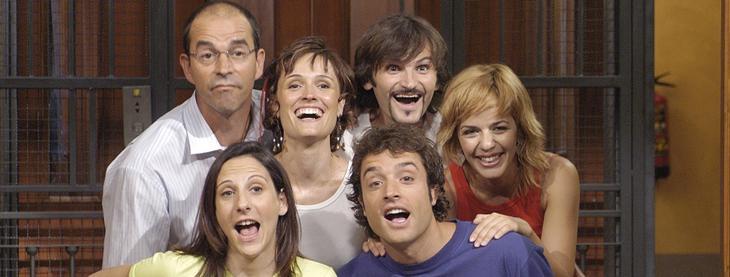 Miembros del reparto en la conocida cabecera de la serie