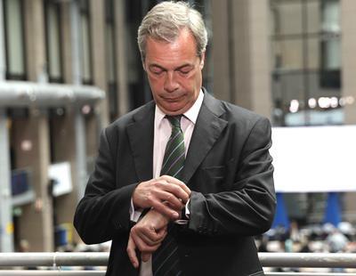Dimite Nigel Farage, líder de UKIP, tras los resultados del Brexit