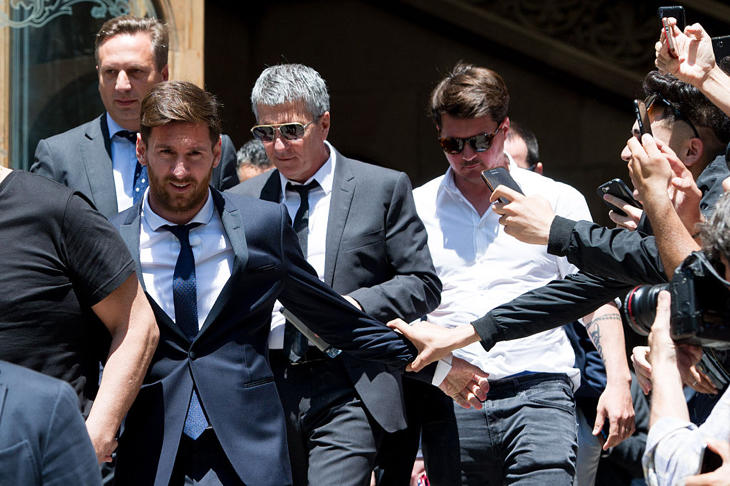 Messi abandonando el juicio en el que declaró