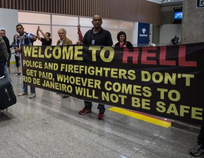 'Bienvenidos al infierno': Así reciben a los turistas los policías de Río de Janeiro
