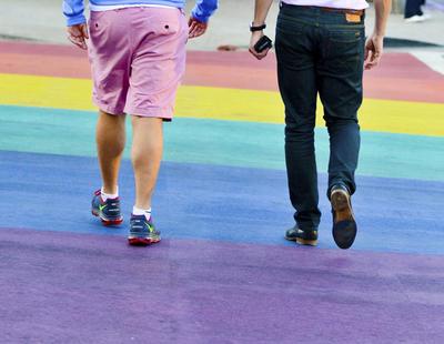 La policía denuncia a Dénia por pintar un paso de peatones con la bandera LGTB