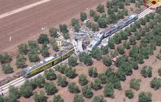 27 muertos en un choque frontal de trenes en Italia
