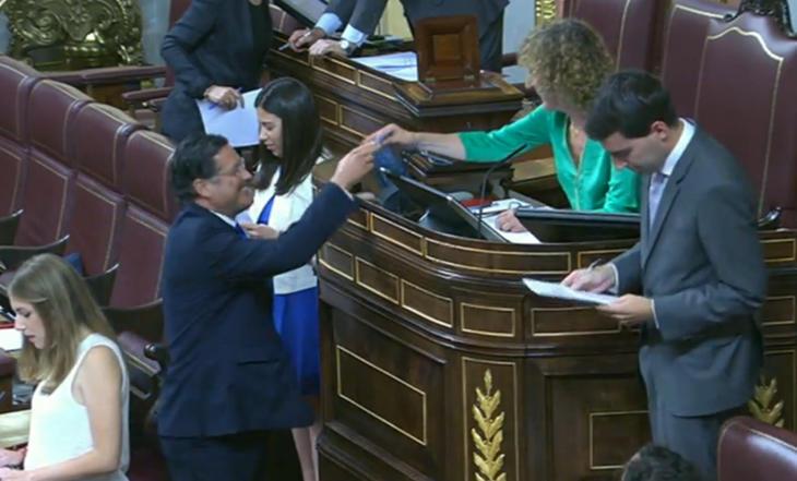Comienza la votación de la Presidencia del Congreso. Uno a uno, los diputados depositarán su voto secreto en la urna.