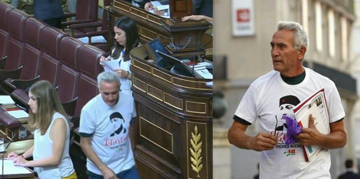 Cañamero vota con su camiseta de apoyo a Andrés Bódalo, el concejal de Podemos condenado a cumplir tres años y medio de cárcel por agredir a un ...