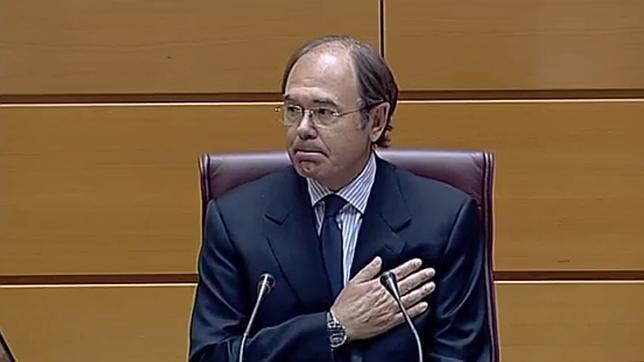 Mientras tanto, Pío García-Escudero ha sido elegido Presidente del Senado con una amplia mayoría absoluta de 151 votos del total de 263 emitidos. ...
