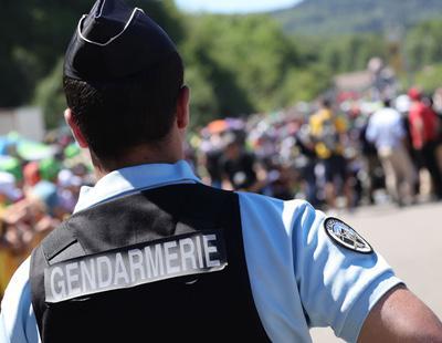 Un hombre se atrinchera en un hotel con rehenes en Francia