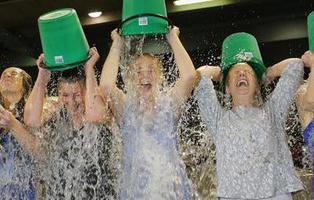 El Ice Bucket Challenge ayuda a descubrir un gen sobre el ELA dos años después