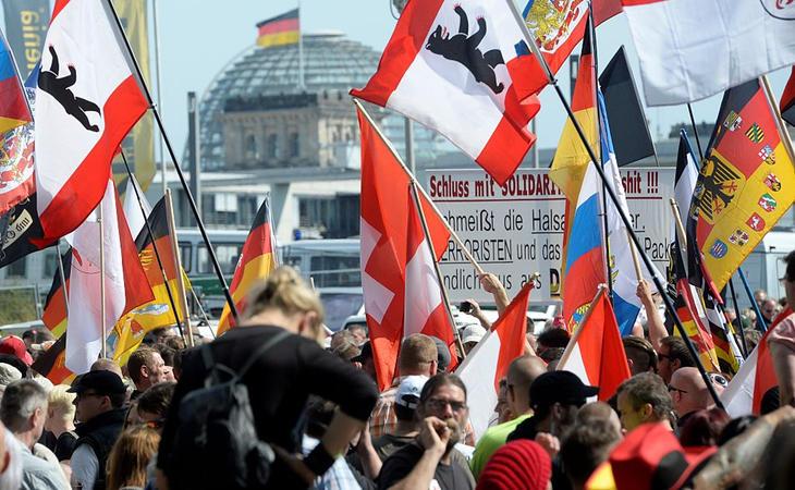 Manifestación contra la aceptación de refugiados en Berlín
