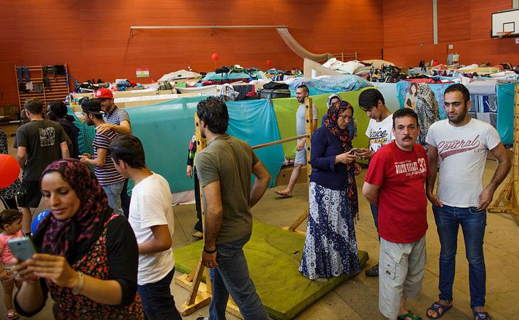 La vida de los refugiados en pabellones deportivos
