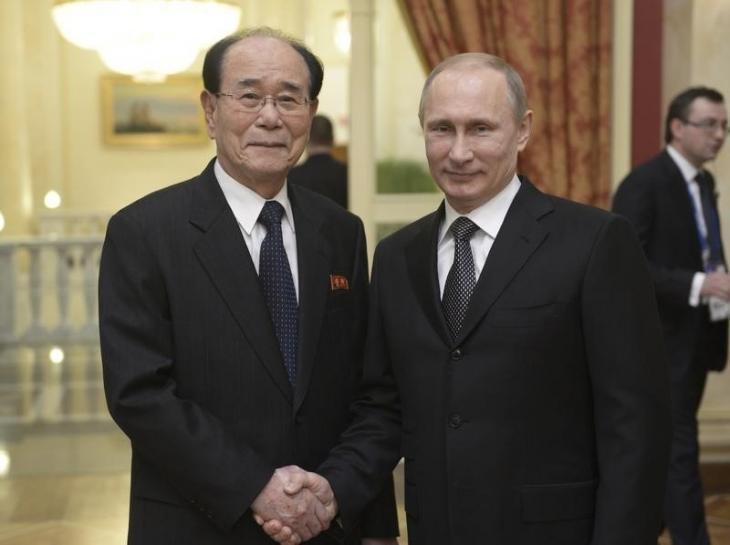 Kim Yong-nam, Jefe de Estado de Corea del Norte, con Vladimir Putin