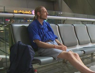 Espera a su cibernovia 10 días en el aeropuerto y no aparece porque estaba haciéndose una operación estética