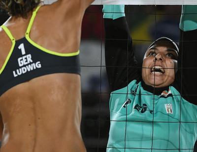 El machismo está a los dos lados de la red de voleibol en la foto del hiyab