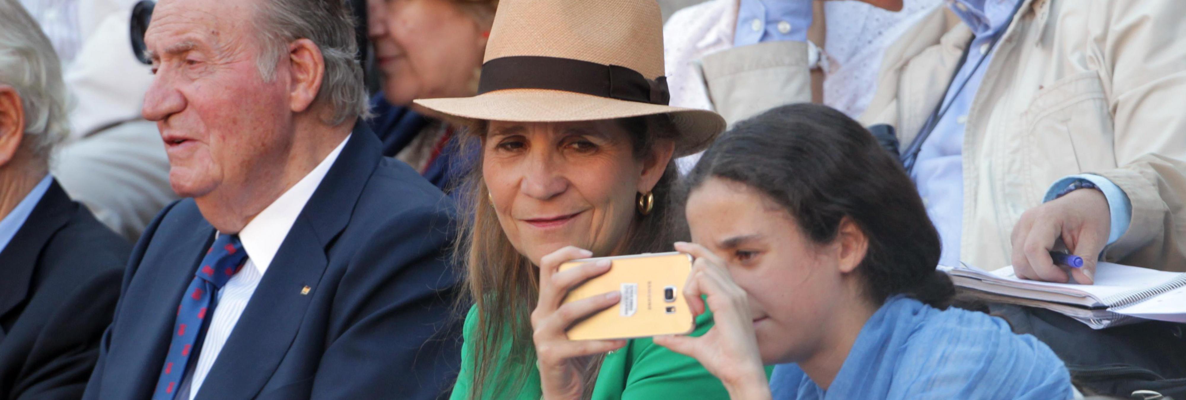La Infanta Elena se salta la ley al llevar a su hija a los toros