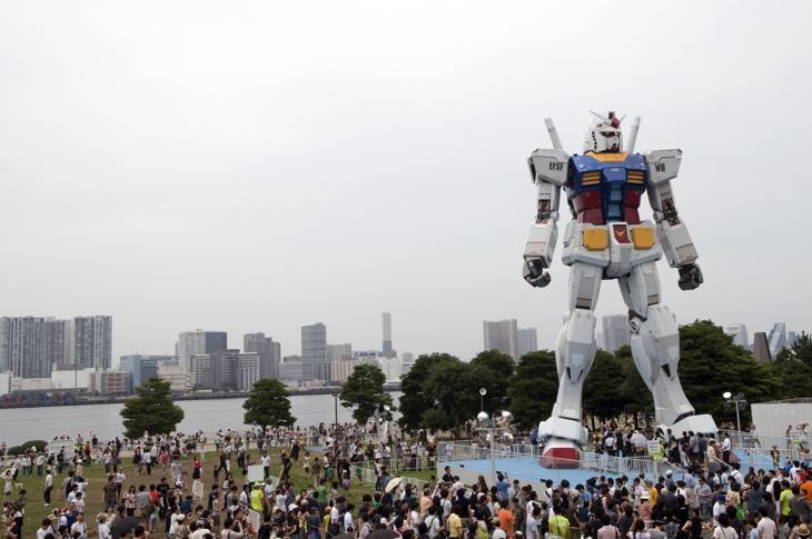 La estatua de Gundman en el barrio de Odaiba