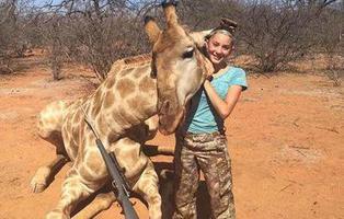 Aryanna Gourdin, la niña de 12 años que caza jirafas y se ha ganado el odio de Internet