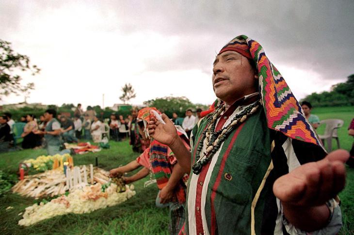 Ceremonia maya en Guatemala