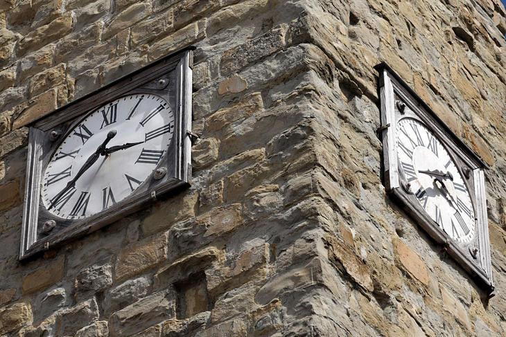 El reloj quedó detenido en el momento en que empezó el terremoto