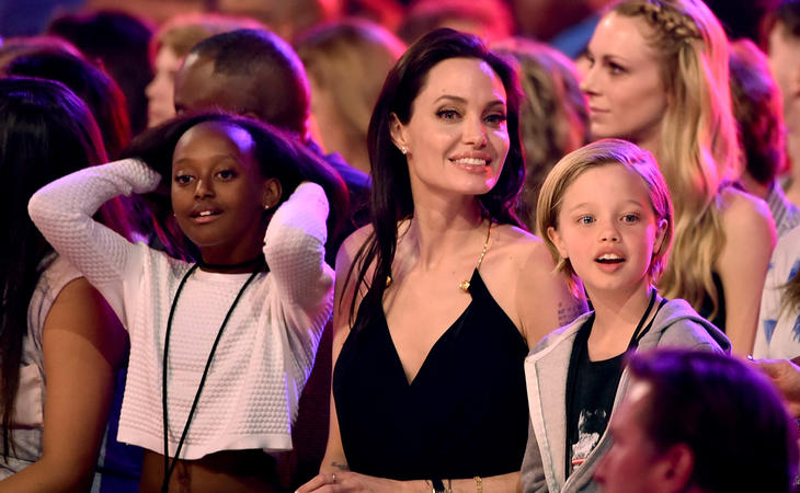 John Jolie-Pitt junto a su madre Angelina y su hermana
