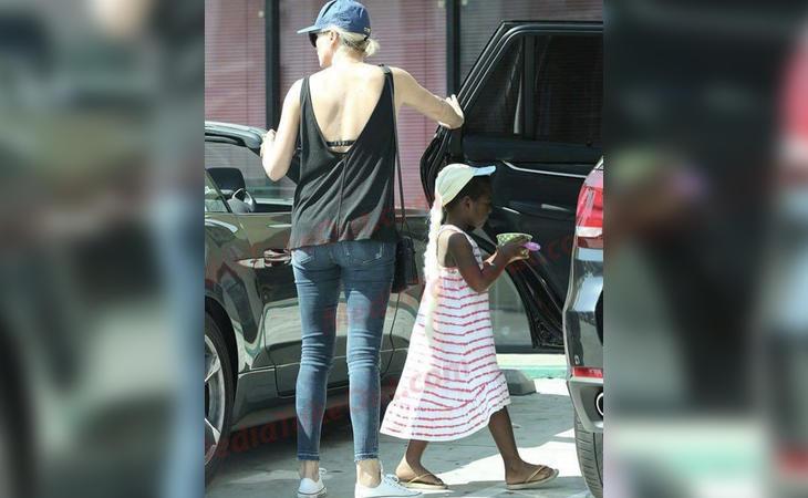Charlize Theron y su hijo