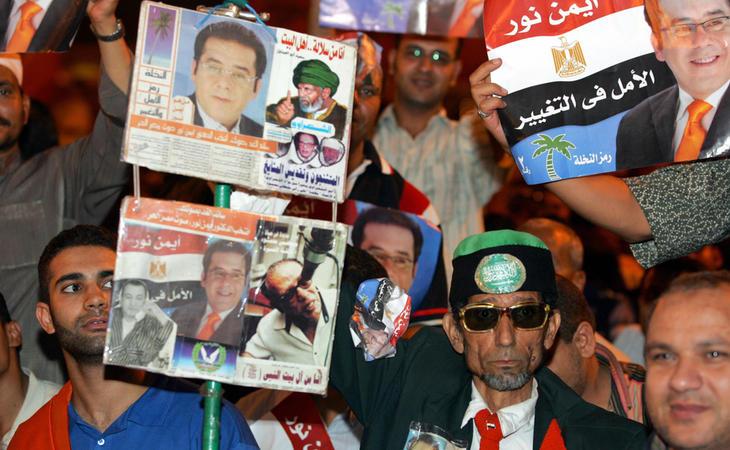 Mubarak se enfrentó por primera -y última- vez a varios candidatos en 2005