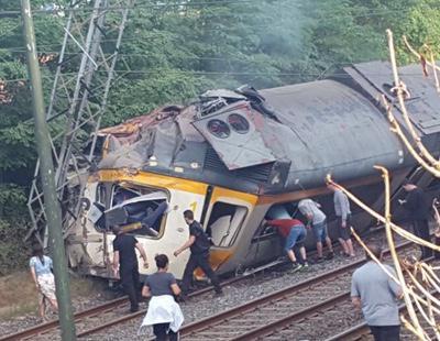 Cuatro muertos y cincuenta heridos en un accidente de tren en Galicia