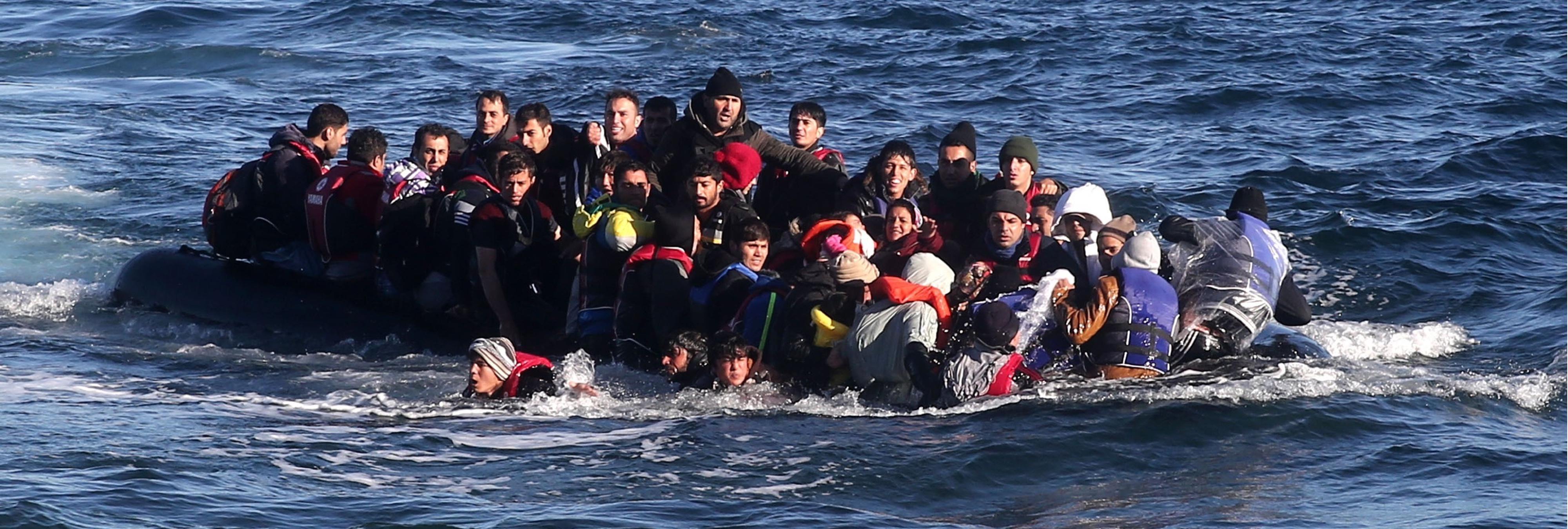 Una mujer con DNI español llega en patera como refugiada a Grecia