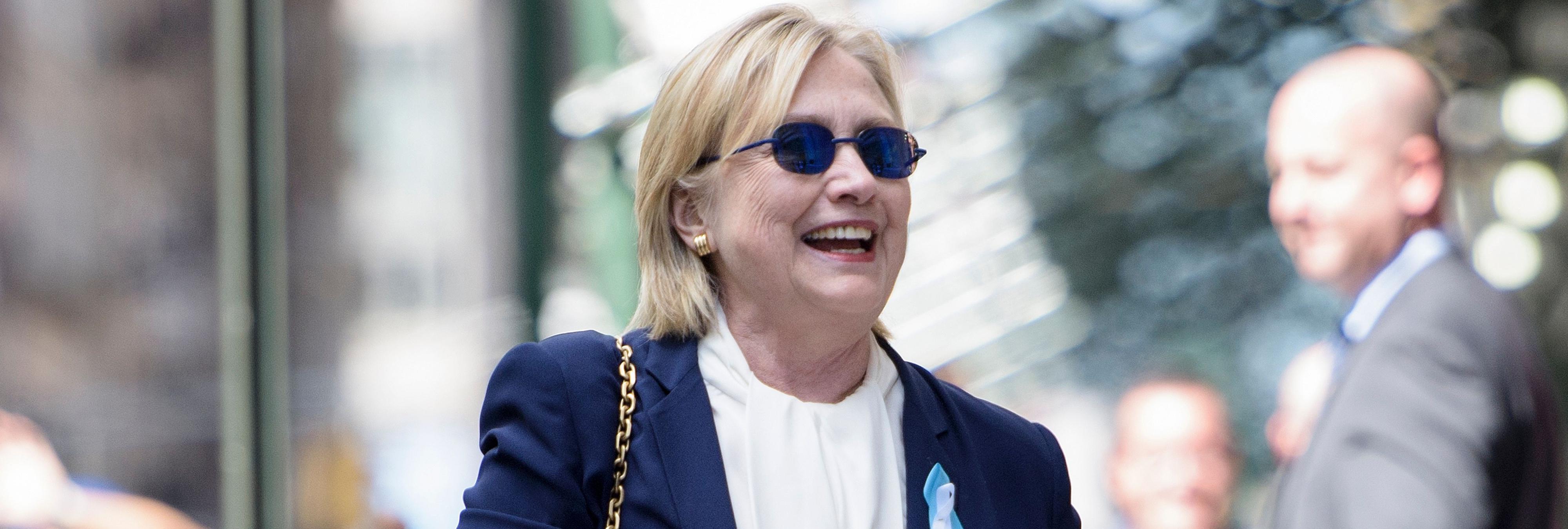 Internet piensa que Hillary Clinton ha sido reemplazada por una doble tras su desmayo
