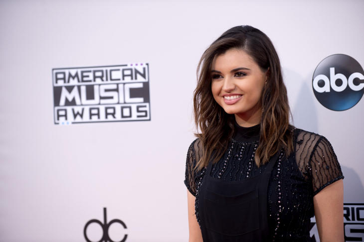 Rebecca Black en los American Music Awards de 2015