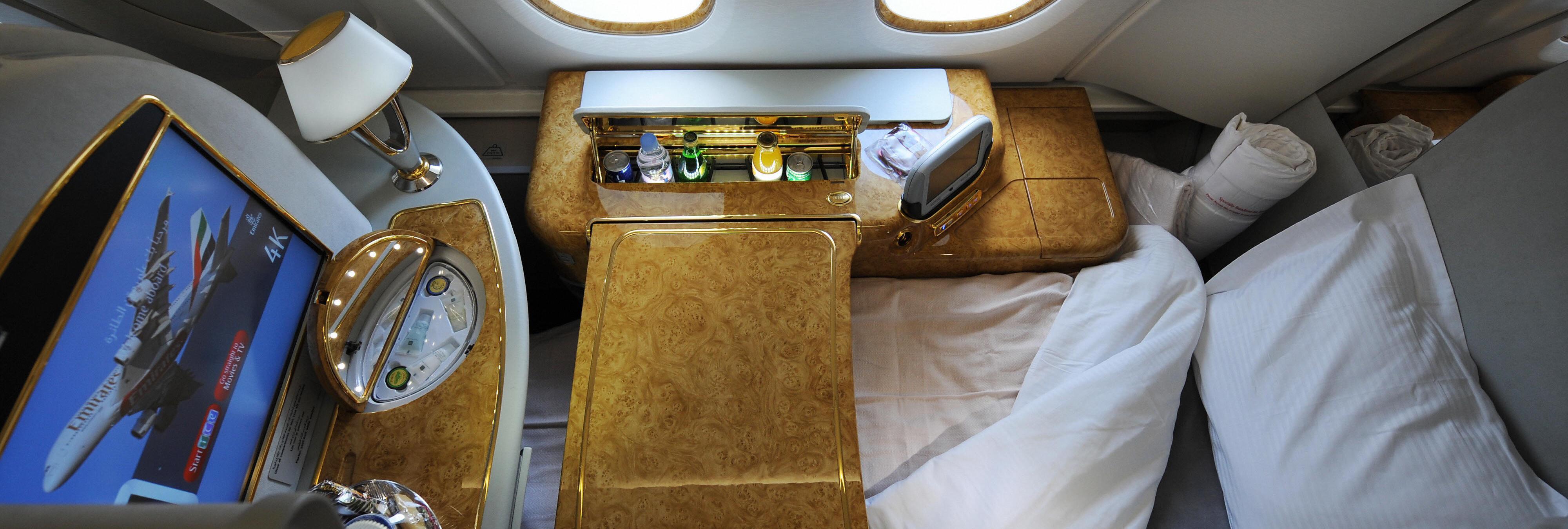 Caviar, spa y minibar: Un youtuber muestra cómo es un vuelo de 21.000 dólares