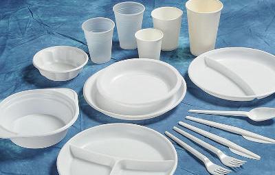 Francia le declara la guerra a los vasos de plástico y los prohibirá por ley a partir de 2020