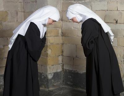 Amor en el convento: Dos monjas cuelgan los hábitos para darse el 'sí quiero'