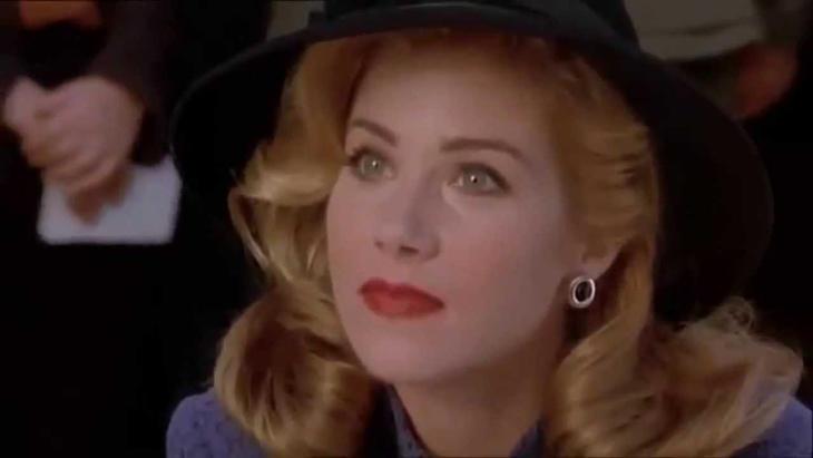 Christina Applegate, una presidenta en 'Mafia! Estafa como puedas'.