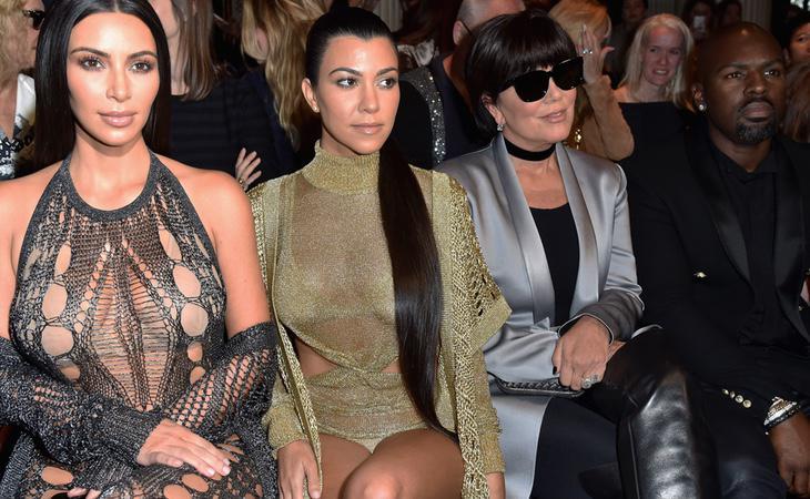 Kim junto a su madre y su hermana disfrutando de la Semana de la Moda