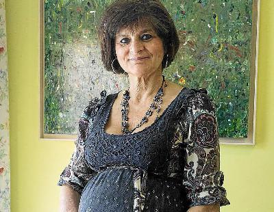 Maternidad con más de 60 años: los casos más sonados y la polémica que causan