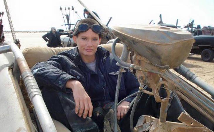 Doblando a Charlize Theron en 'Mad Max: Furia en la carretera'