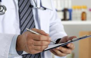 Diagnostican tumor de útero a un hombre